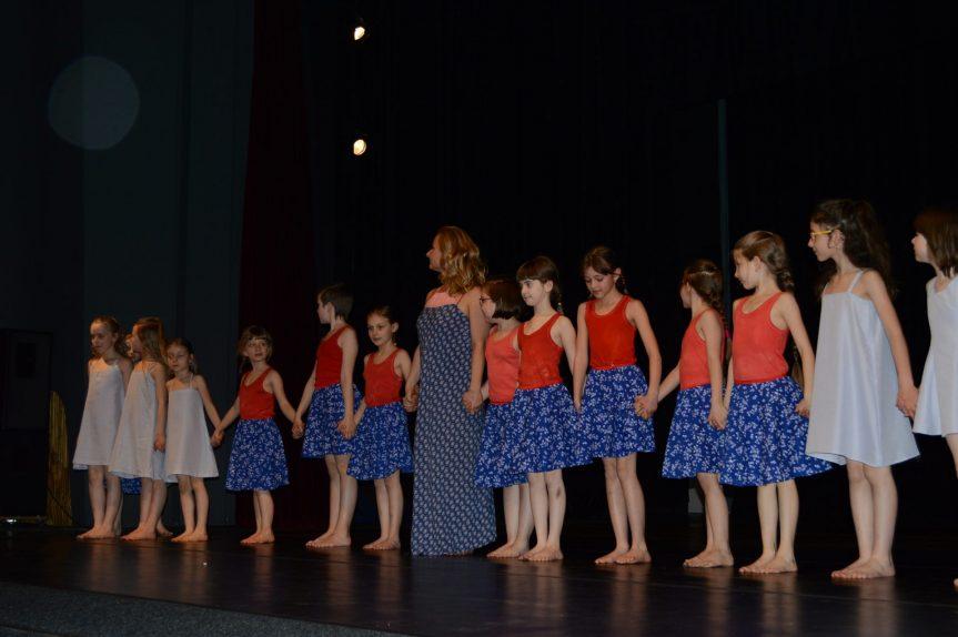 Taneční vystoupení – vystoupení žákyň tanečního oboru ZUŠ, slavnostní vyřazení absolventů